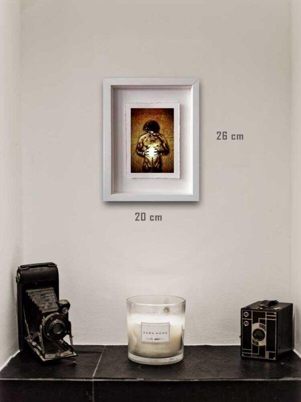 Photographie issue de la série Les lames de l'Âme par Justine Darmon mise en situation